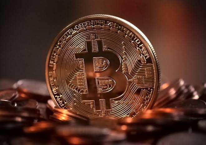 tesla, do elon musk, investe 1,5 bilhões de dólares em bitcoin