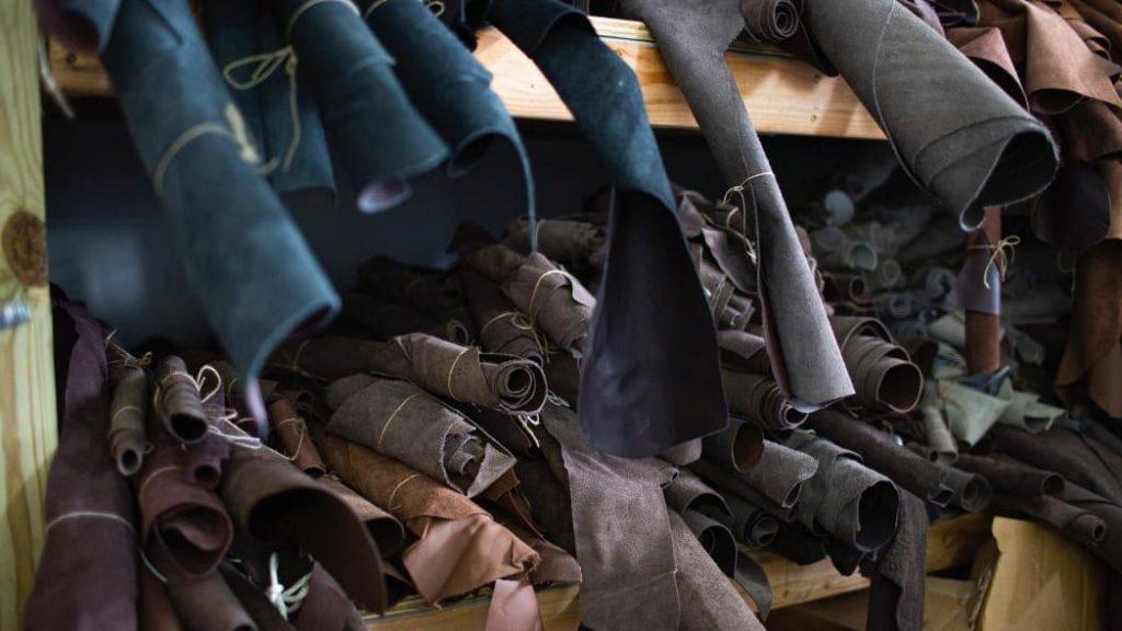 fábrica da ford em michigan tinha quase 100 mil dolares de couro esquecido em porão