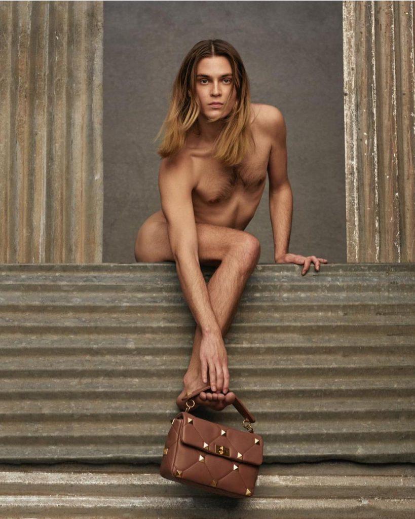 Maison Valentino cria polêmica com foto de nova campanha
