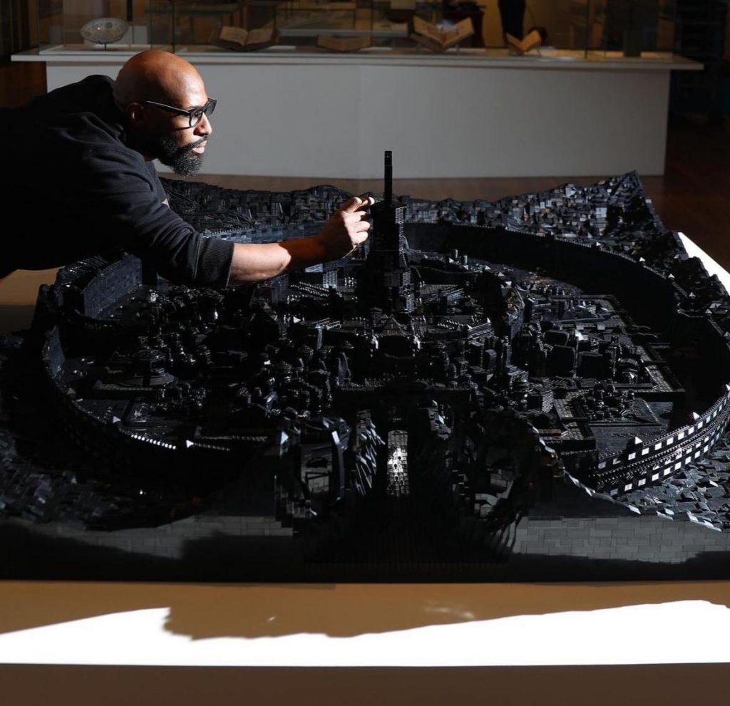 artista cria cidade feita com 100.000 peças de lego para museu em illinois