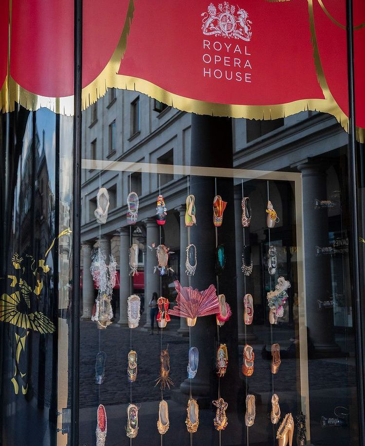 Já imaginou uma exposição dedicada à sapatilhas de ballet?